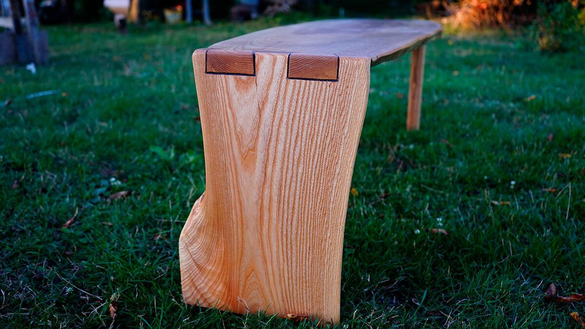 Drevená lavica z jaseňa