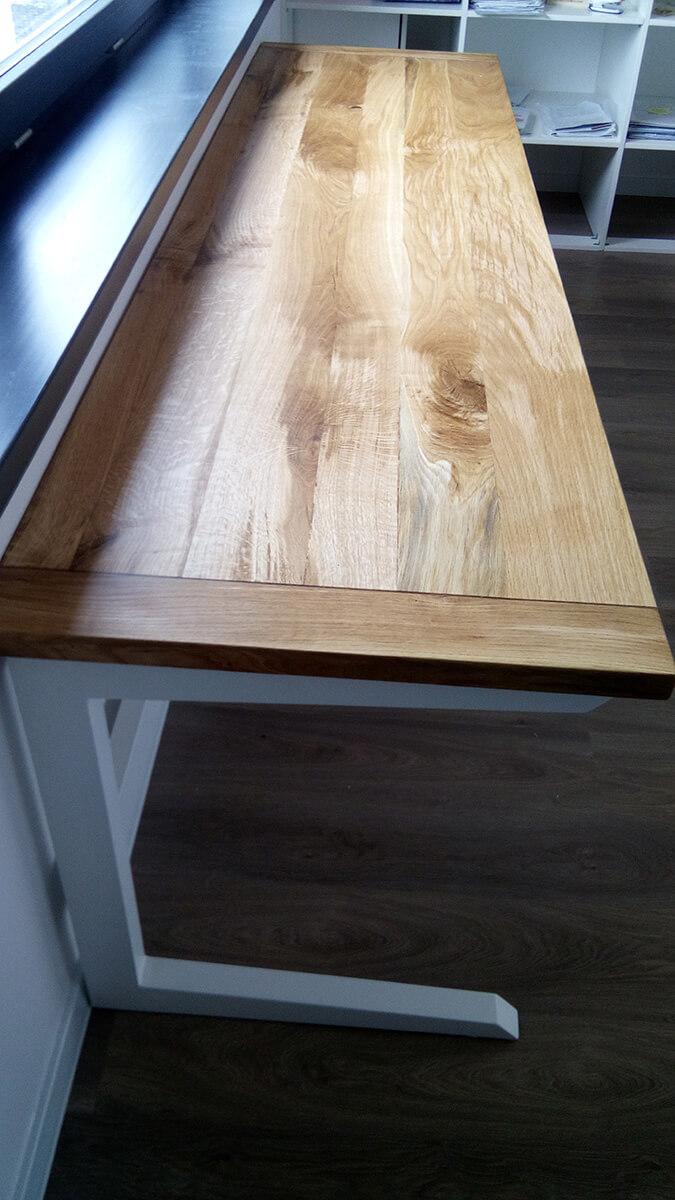 Drevený pracovný stôl