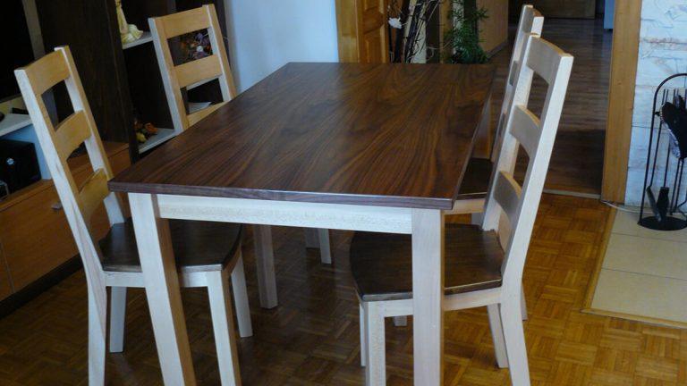 Klasický kuchynský stôl