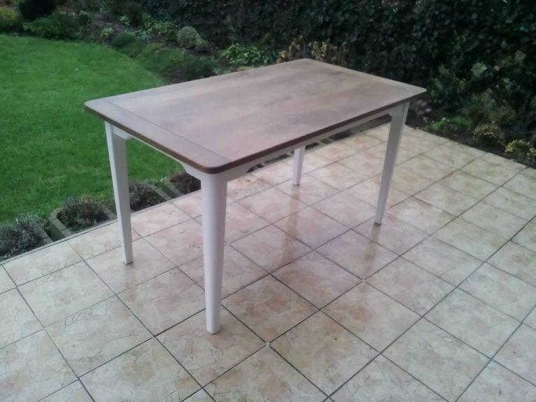 Veľký stôl v provensálskom štýle